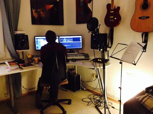 """Florian in seinem Homestudio bei der Aufnahme zu """"Das was war"""""""
